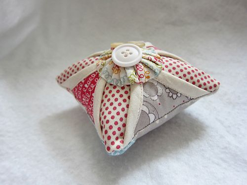 Sallys Angelworks Cathedral Window pin cushion3